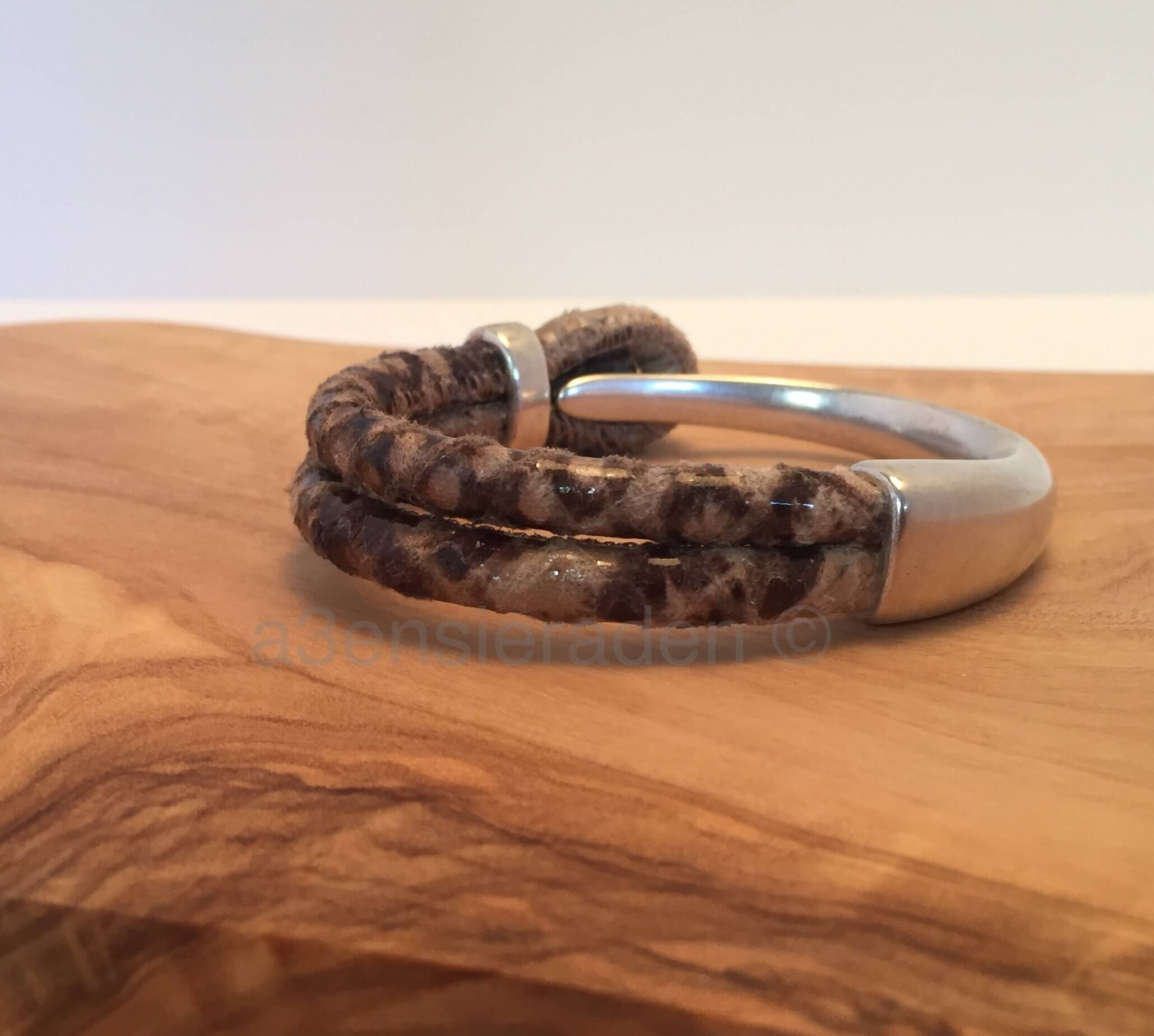 half stalen armband met slangenprint leer